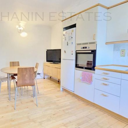 Rent this 1 bed room on Royal Court in Helinski Square, London SE16 7TB