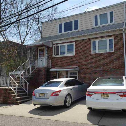 Rent this 1 bed apartment on 44 Garden Place in Edgewater, NJ 07020