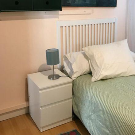 Rent this 2 bed room on Calle de Fernández de la Hoz in 28003 Madrid, Spain