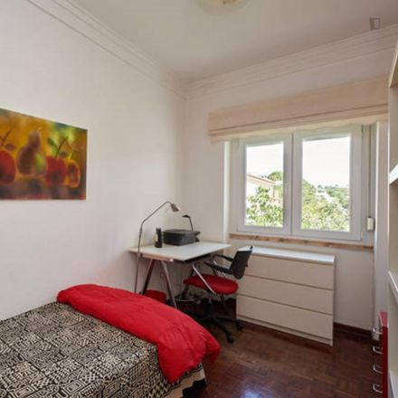 Rent this 3 bed room on Leitaria do Estoril in Rua dos Cedros 2, 2765-280 Cascais e Estoril