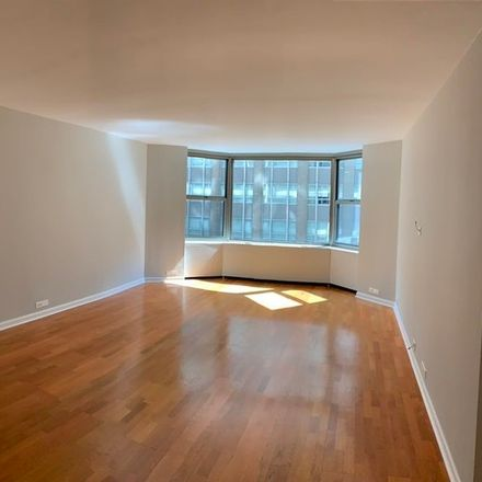 Rent this 1 bed townhouse on Bandera Restaurant in Michigan Ave, 535 North Michigan Avenue