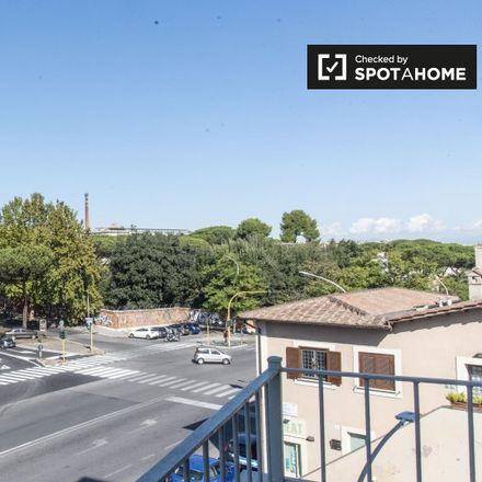 Rent this 3 bed room on Retitalia in Via Portuense, 00149 Rome RM
