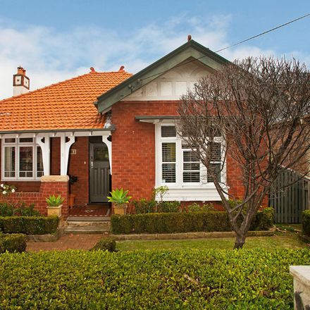 Rent this 4 bed house on 2 Crick Street