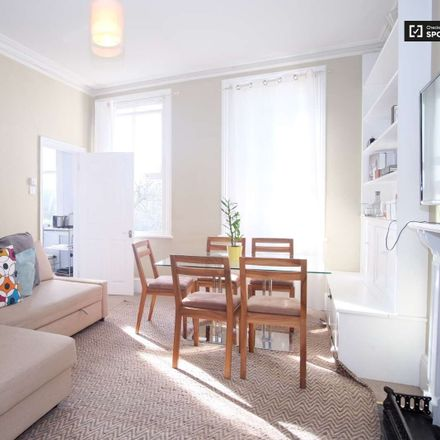 Rent this 2 bed apartment on Warwick Rd in Kensington, London SW5 9EZ