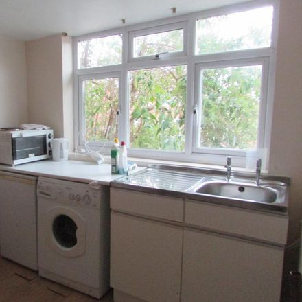 Rent this 2 bed apartment on Brendon Avenue in Luton LU2 9LG, United Kingdom