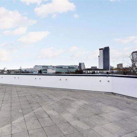 Rent this 3 bed apartment on Holland Park Avenue in London W11 4XL, United Kingdom