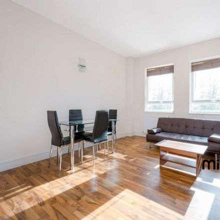 Rent this 2 bed apartment on Canada Life in Mutton Lane, Hertsmere EN6