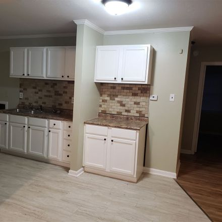 Rent this 3 bed apartment on 4104 Kerwin Drive in Memphis, TN 38128