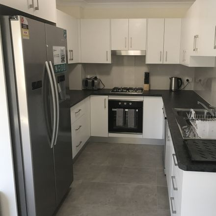 Rent this 4 bed house on 2/41a Stannett St