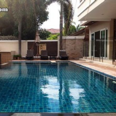 Rent this 4 bed house on Ristorante Italiano Da Giulio and Nan in Pattaya Sai Song (Second Rd), Pattaya