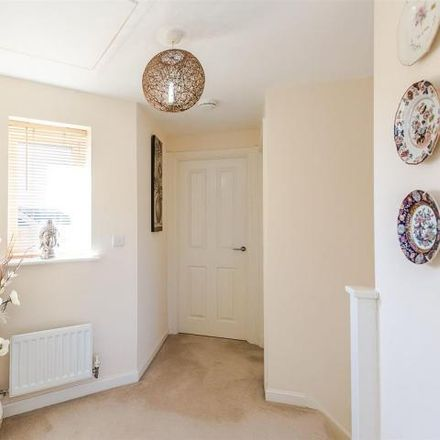 Rent this 3 bed house on Cotswold Close in Little Stanion, NN18 8GN