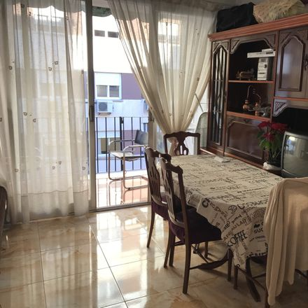Rent this 4 bed room on Calle Beatriz Tortosa in 33, 46021 Valencia