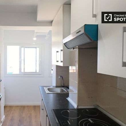 Rent this 3 bed apartment on Farmacia - Calle Escalona 62 in Calle de Escalona, 62