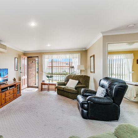 Rent this 3 bed duplex on 2/5 Albatross Circuit