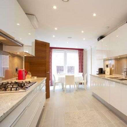 Rent this 3 bed apartment on Hodford Road in London NW11, United Kingdom
