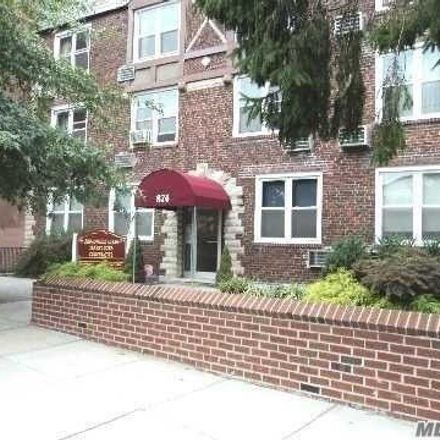 Rent this 1 bed apartment on Briarwood Acres Tenant Corp Cooperatives in 874 West Broadway, Woodmere