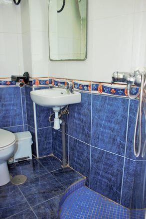 Rent this 3 bed room on Mapfre in avenida poeta Carmelo Calvo, 035004 Alacant