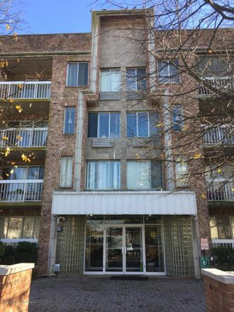 Rent this 3 bed apartment on 171 Wellington Court in New York, NY 10314