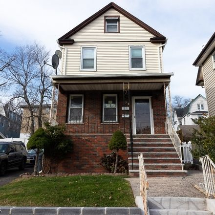 Rent this 3 bed townhouse on Park Ave in Ridgefield Park, NJ