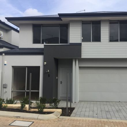 Rent this 3 bed townhouse on 4/154 Banksia Street