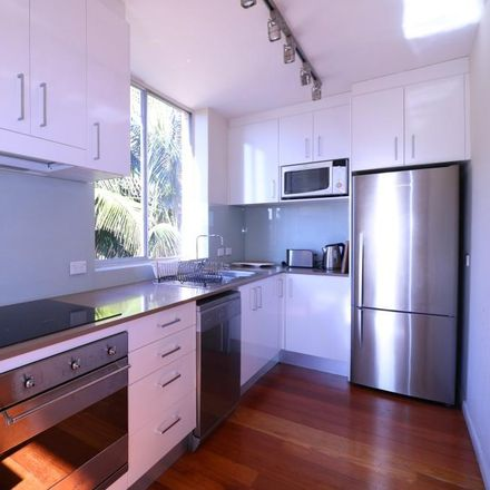 Rent this 2 bed apartment on 3/11 Roscoe Street