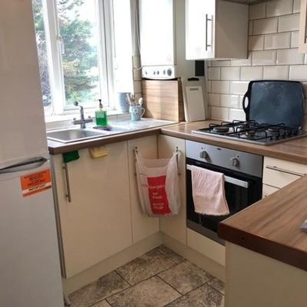 Rent this 3 bed apartment on Avenue Parade in London N21 2AX, United Kingdom