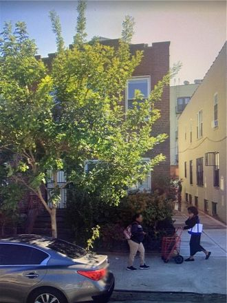 Rent this 7 bed townhouse on Beverly Road in Beverley Road, New York