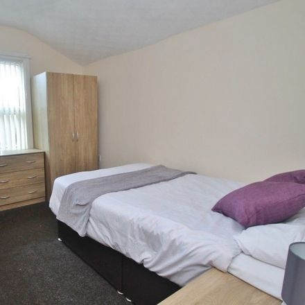 Rent this 4 bed room on Sainsburys Local in 81-85 Crescent Road, Middlesbrough TS1 4QR