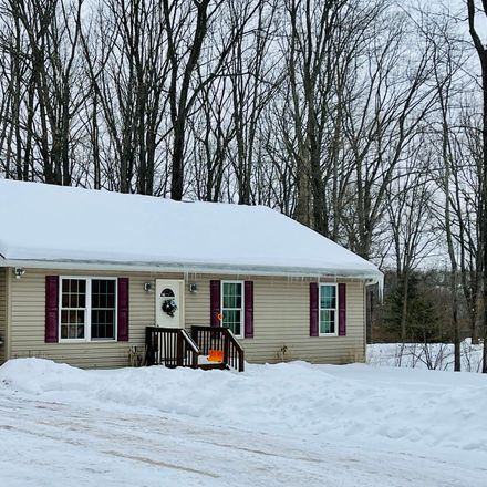 Rent this 3 bed house on Josie Pl in Hawley, PA