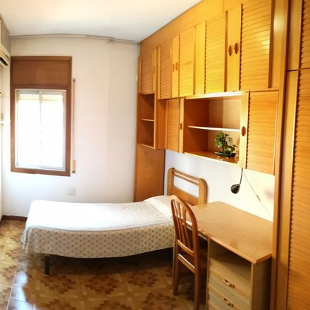 Rent this 3 bed room on Carrer de Samaniego in 08035 Barcelona, Spain