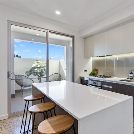 Rent this 4 bed apartment on 4 Northcote Street