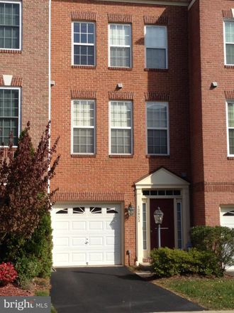 Rent this 3 bed townhouse on Park Crescent Cir in Herndon, VA