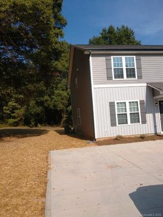 Rent this 3 bed duplex on 719 Fairview Street in Kannapolis, NC 28083