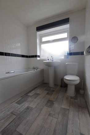 Rent this 1 bed room on Thistleberry Avenue in Newcastle-under-Lyme ST5 2LW, United Kingdom