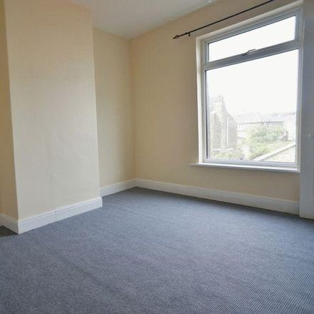 Rent this 2 bed house on Longacre in Wakefield WF10 5AH, United Kingdom