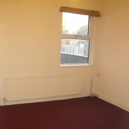 Rent this 3 bed house on Foljambe Road in Chesterfield S40 1NG, United Kingdom