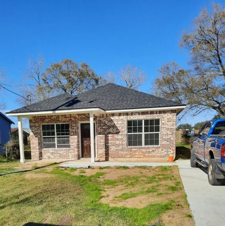 Rent this 3 bed house on Glenwood Ave in Beaumont, TX
