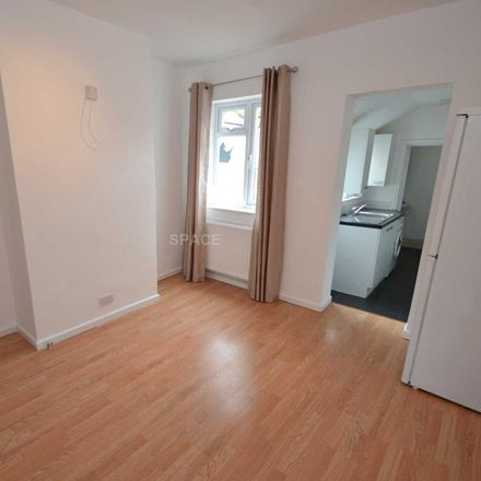 Rent this 2 bed house on 50 Albany Road in Reading RG30 2UL, United Kingdom