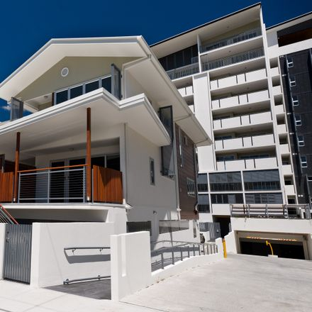 Rent this 3 bed townhouse on 2001/67 Linton Street