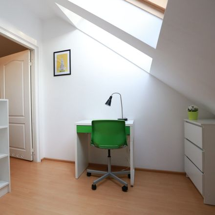 Rent this 3 bed room on Racławicka 33 in 02-601 Warsaw, Poland