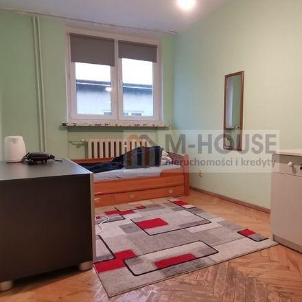 Rent this 3 bed apartment on Pomnik Prymasa Tysiąclecia in Kardynała Stefana Wyszyńskiego, Podwale
