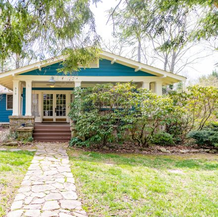 Rent this 3 bed house on 510 Georgia Avenue in Signal Mountain, TN 37377