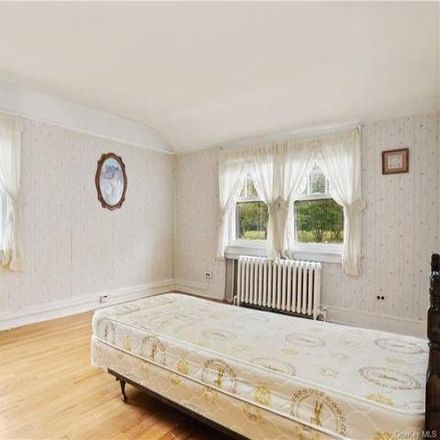 Rent this 3 bed house on 1012 North Street in Greenwich, CT 06831