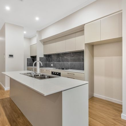 Rent this 3 bed house on 29 Tarragon Street