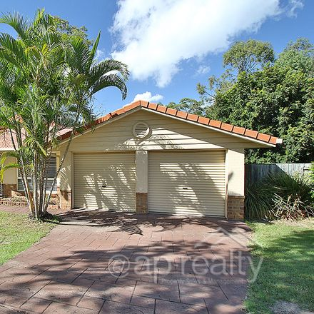Rent this 4 bed house on 46 Tewantin Way
