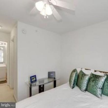 Rent this 3 bed condo on 4591 Superior Square in Chantilly, VA 22033