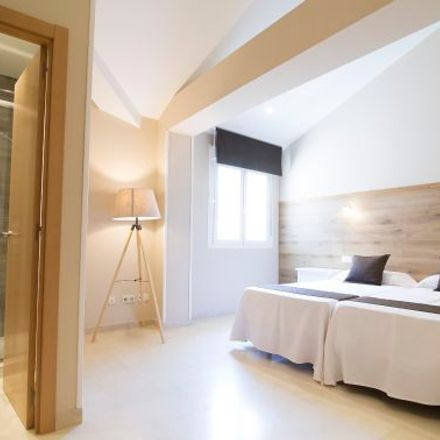 Rent this 3 bed apartment on Calle de Bordadores in 7, 28013 Madrid