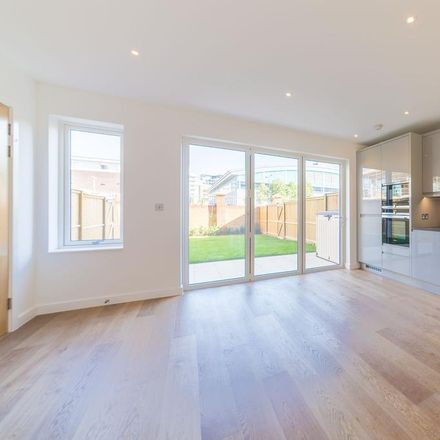 Rent this 3 bed apartment on Summit Avenue in London NW9 0TH, United Kingdom