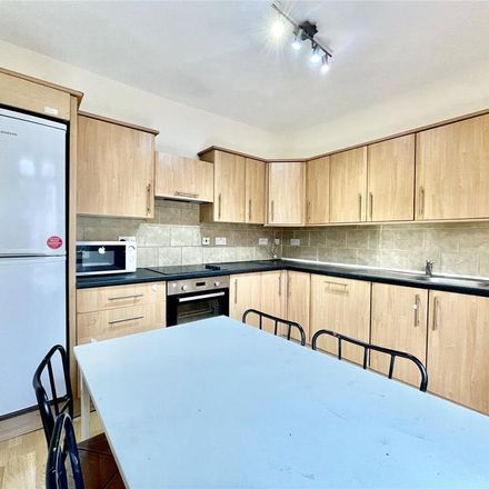 Rent this 3 bed apartment on Bowes Road in London N11 2HP, United Kingdom