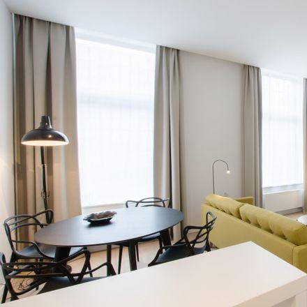 Rent this 1 bed apartment on Parking Ixelles Shopping in Rue de l'Arbre Bénit - Gewijde-Boomstraat 34, 1050 Ixelles - Elsene
